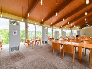 東山温泉メイプルプラザ:*【館内】レストラン:お食事はこちらの大きな窓がある開放的なレストランで♪