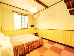 石窯ピッツァのおいしい宿 フラワーガーデン:シンプルなツインルーム。ベットを追加してトリプルルームとしてもご利用頂けます。