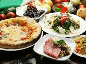 石窯ピッツァのおいしい宿 フラワーガーデン:【夕食の一例】特製イタリアンディナーにあか牛ステーキをプラスしたプレミアムな夕食