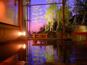 和の心を愉しむ 渋温泉 春蘭の宿 さかえや:幻想的な景色と2つの良質な温泉をブレンドしたからこそ味わえる極上の温泉をお楽しみ下さい。(男湯)