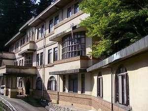 首都圏に近い秘湯 明賀屋(みょうがや)本館:徳富蘇峰に命名された「太古館」は帝国ホテルと同じライト建築の流れをくんでいます。