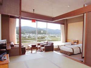 三朝ロイヤルホテル(HMIホテルグループ):■【和洋室】7.5畳+ツインベッド[37平米]<昼>