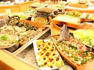 三朝ロイヤルホテル(HMIホテルグループ):■「ロイヤルビュッフェ」和・洋・中の料理にデザートまで勢ぞろい!迫力満点です!