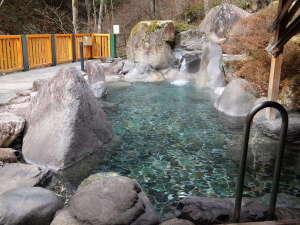 囲炉裏会席と樹氷の宿 不動温泉 華菱(はなびし):渓谷を望む女性用大露天風呂