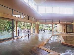 ホテルサンバレー和楽開放感のある浴場