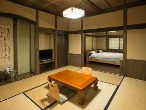 おおぎ荘:離れ和洋室です。築200年の古民家の梁などを使用した造りです。