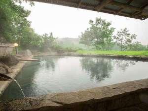 おおぎ荘:混浴の天望露天風呂です。90段ほどの階段を上った高台にあります。