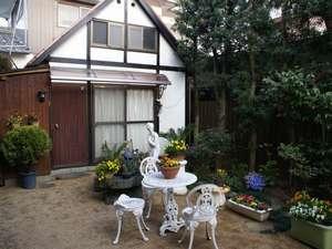 ビジネス民宿松山:中庭の様子
