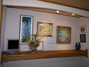 ビジネス民宿松山:睡蓮の間に飾られた睡蓮の絵