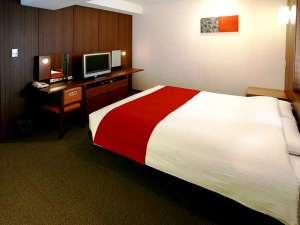 セントラルホテル岡山:※クイーンダブルルーム※広さ21㎡でゆったりの室内&幅160cmで2人でも広々のクイーンベッド。