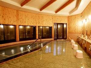 いやしろの湯 ホテル三右エ門:木の香りと、大きな窓からの景観が楽しめる女湯