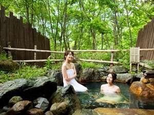 匠の宿 深山桜庵(みやまおうあん):【貸切露天風呂(夏)】新緑の貸切露天風呂で森林浴を…