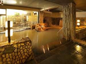 伊香保温泉 雨情の宿 森秋旅館:黄金の湯が掛け流されている大浴場