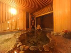 朝夕個室食と貸切風呂の宿 花巻台温泉 松田屋旅館:【露天風呂】木々に囲まれた露天風呂は、トロリとした肌にやさしい温泉で癒し効果◎。