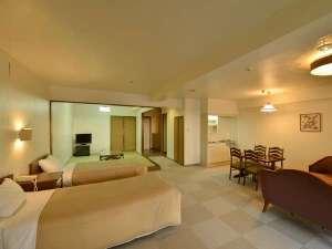 かねひで恩納マリンビューパレス:【和洋室一例】広めのお部屋には、畳スペースがあり、小さなお子様連れでも安心です。