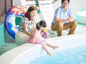 かねひで恩納マリンビューパレス:夏季限定の野外プール。小さいお子様用もございますので安心です♪