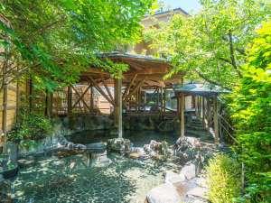 森香る渓流沿いに佇む温泉と地魚の宿 運龍:森の香りに包まれた露天
