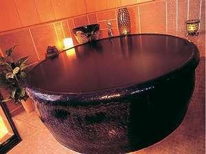 旅の宿 斉川:信楽焼製の湯船が特徴の貸切風呂