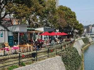 レガロホテル広島:話題の水辺のオープンカフェもすぐ目の前。