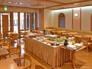 【朝食】ロビー横「出島キッチン クローバー」店内
