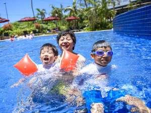 ホテルマハイナウェルネスリゾートオキナワ:家族みんなでわいわいガーデンプール☆