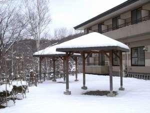 ばんけい温泉 湯人家:窓から広がる雪景色をご堪能ください。