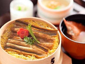 富津産ふっくら穴子の、豊潤な甘みが口いっぱいに広がる穴子わっぱ飯です