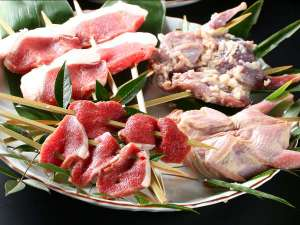 岩村山荘:【冬グルメ】ジビエ。蝦夷鹿ロース、天然猪肉ロースを囲炉裏炭火焼きで。