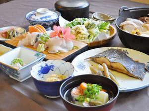 恵山温泉旅館:【ご夕食一例】海と山に囲まれたこの土地ならではの美味しさを存分にお楽しみください