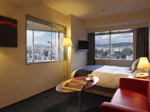 オリエンタルホテル広島:[コーナーダブル]2面の窓から光が差し込む明るい角部屋22平米。景色を楽しめるビューバスが人気。