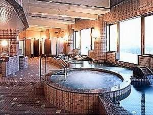 うらかわ優駿ビレッジAERU(アエル):大浴場の窓からは雄大な大自然を一望できます♪