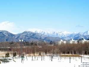 うらかわ優駿ビレッジAERU(アエル):中庭から見える日高山脈。