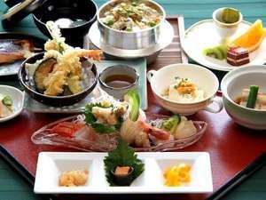うらかわ優駿ビレッジAERU(アエル):大人気の浦河産ツブ貝の釜飯を中心とした和食膳。