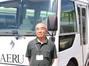 JRA見学ツアーの名ガイド兼ドライバーの吉田さん。約1時間30分の案内は感動ものです!