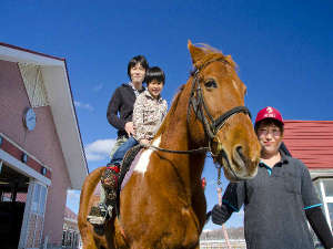 うらかわ優駿ビレッジAERU(アエル):お子様と一緒にひき馬体験はいかがですか♪