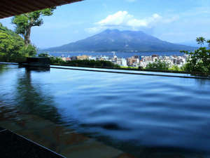 【展望露天温泉 さつま乃湯】108メートルの高台より桜島と鹿児島市街地を一望