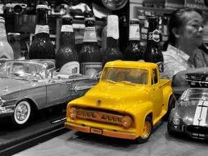 Real country inn Speak Easy:多趣味なオーナーのコレクションはミニカー、カメラなど。OwlBarで車やバイクの話しに花が咲く事も…^^