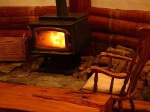 Real country inn Speak Easy:【10月上旬~4月中旬】カナダ製Regencyの暖炉は猫スタッフもお気に入り BEPAL No.308薪ストーブの宿掲載