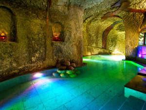 """日本百景に囲まれた洞窟風呂の宿 百楽荘 能登九十九湾:北陸でたった1つの""""洞窟風呂""""77歳の老人が3年の歳月をかけ掘り上げた神秘的な洞窟風呂をお楽しみ下さい"""