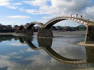 岩国国際観光ホテル別館開花亭:日本三大名橋の錦帯橋まで徒歩約3分です。