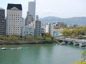 広島駅前グリーンホテル:ツインルームからは京橋川がきれいに見えます。