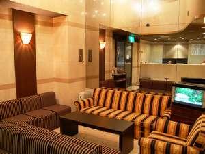 広島駅前グリーンホテル:当ホテルのフロントです。皆様との出会いの場所です。