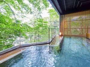水上館 山と渓流に抱かれた15湯の温泉宿:【牧水の湯(露天)】当館の15ある温泉の内のひとつ。利根川の雄大な流れを見ながら、癒しのひと時を。