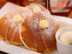 ニューオータニイン札幌:【スペシャルパンケーキ】メープルシロップは「ゴールデン」「アンバー」「ダーク」の3種をご用意。
