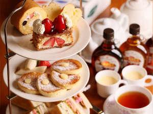 ニューオータニイン札幌:【アフタヌーンティセット】紅茶党には特におすすめ。ケーキ・サンドウィッチ・パンケーキの3段重ね