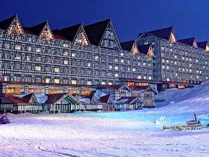 奥白馬温泉 ホテルグリーンプラザ白馬:ホテルからゲレンデまで徒歩10秒! スキー板をゲレンデまで 長い距離持ち運ぶ必要なし!