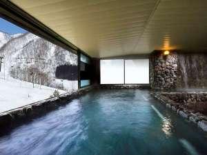 奥白馬温泉 ホテルグリーンプラザ白馬:奥白馬温泉の大浴場は、ご宿泊者様ならチェックイン前後の入浴が可能!展望岩風呂からはゲレンデを一望!