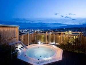 ホテルおもと 浅間温泉随一の天空露天風呂:最上階にあるジャグジー露天風呂(大浴場)