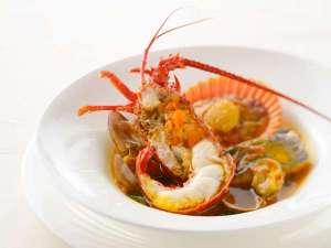 鳥羽国際ホテル:人気の【伊勢海老と魚介のブイヤベース】10月~3月限定でお楽しみいただけます。