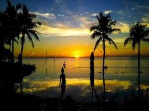ホテルムーンビーチ:ラグーンプールからの夕景